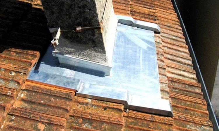 Tour de cheminée en zinc à Albi
